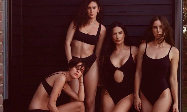 Demi Moore e as filhas de maiô preto