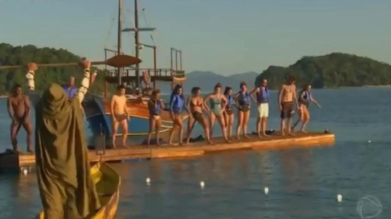 Ilha Record faz participantes se jogarem na água logo no primeiro desafio. Fonte: Reprodução/ Record TV
