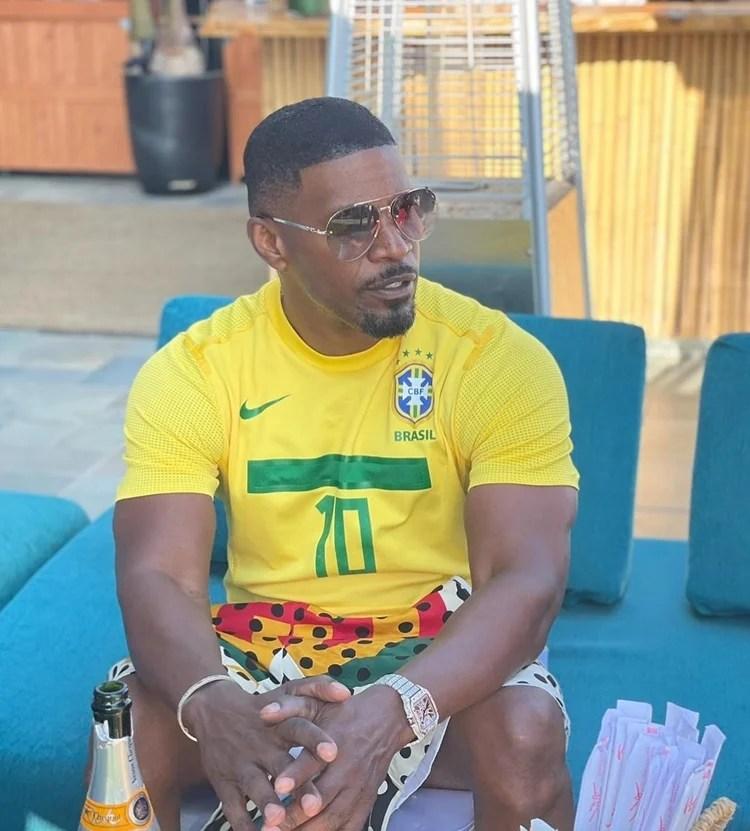 Foto do ator usando camisa do Brasil.