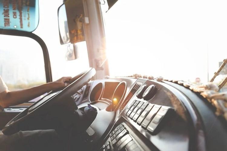 Foto de painel e janela de caminhão