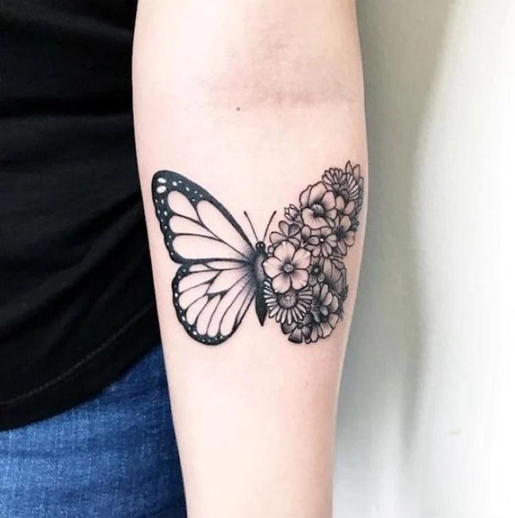 Tatuagem feminina no braço: Borboletas e flores