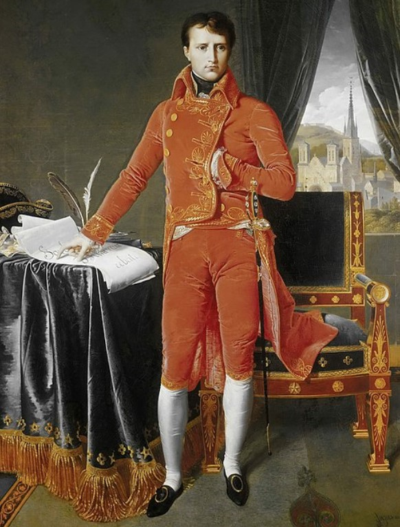 Pintura de Napoleão Bonaparte posando vestido com traje vermelho de botões com a mão esquerda dentro do casaco