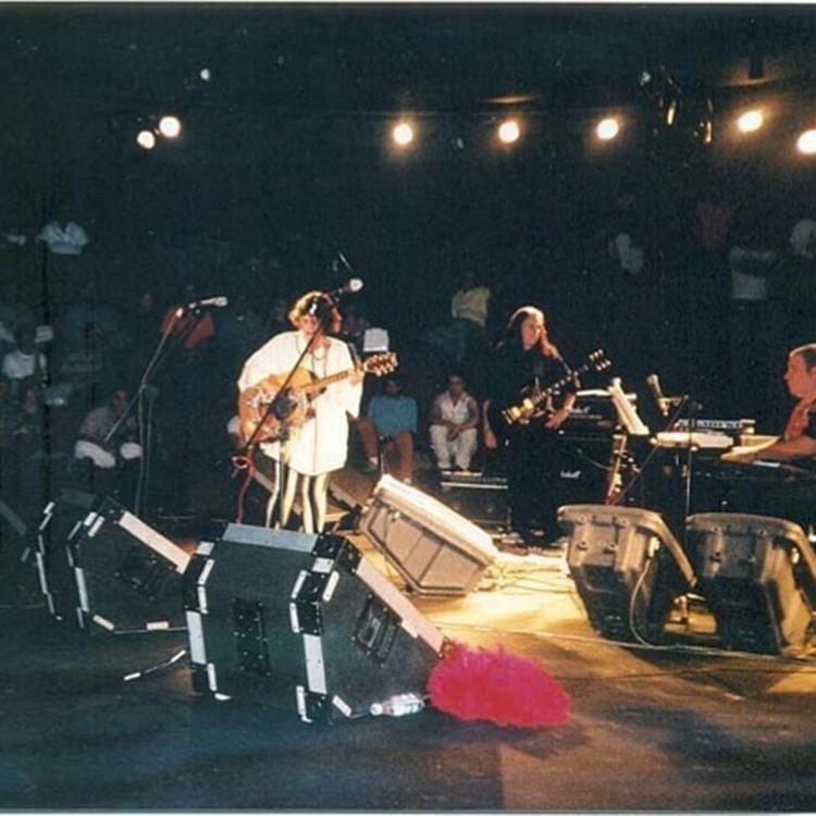 Foto de show da banda Eletro Fluminas, de 2001.