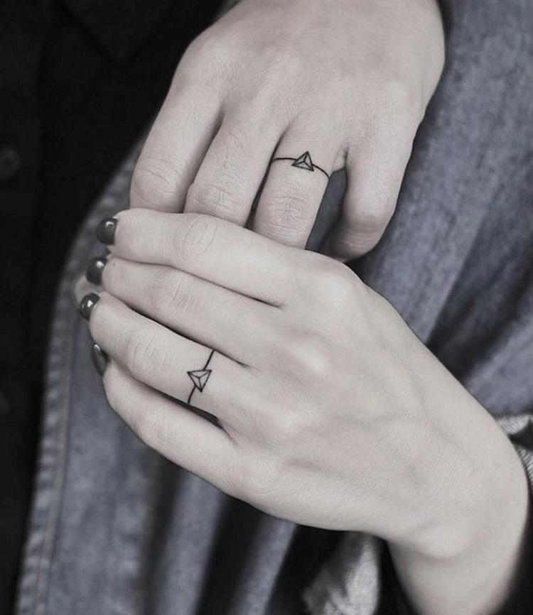 Tatuagem que imita aliança
