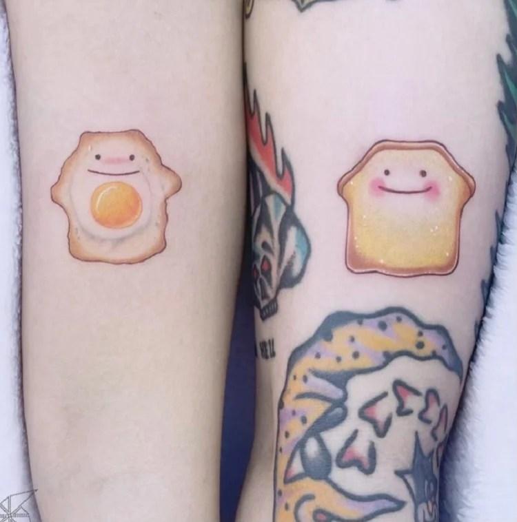Tatuagem de café da manhã em casal