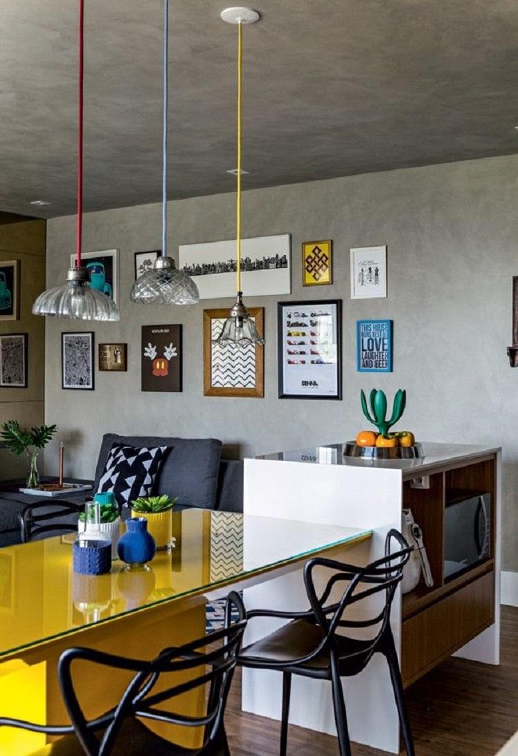 Foto de sala de estar com parede de cimento queimado