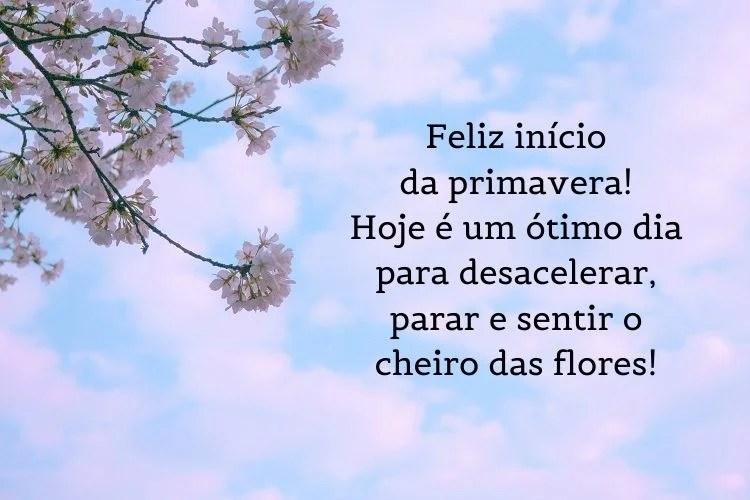 Frases de primavera escritas sobre fundo de céu azul