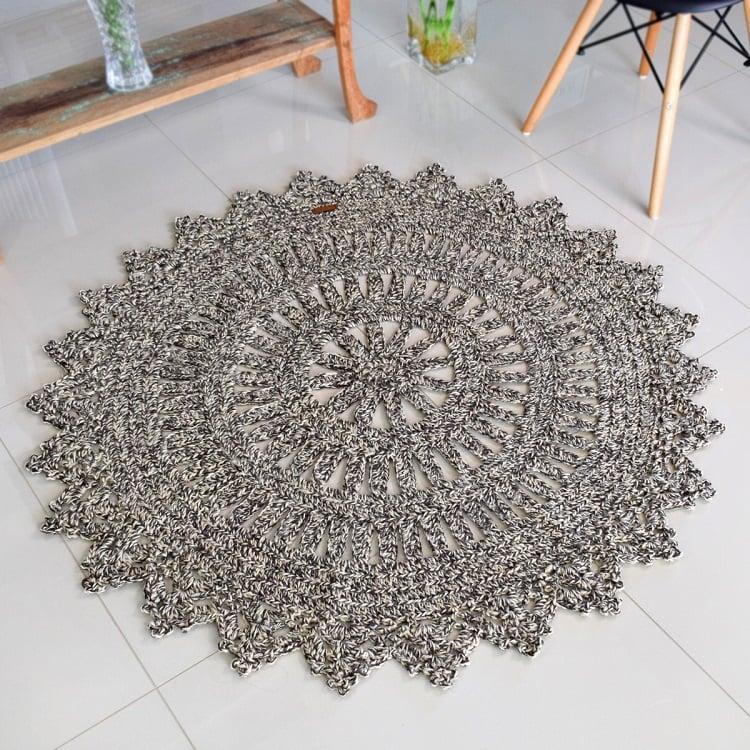 Foto de tapete redondo de crochê em barbante