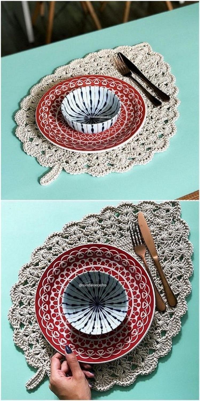 Montagem com duas fotos de sousplat de crochet em barbante