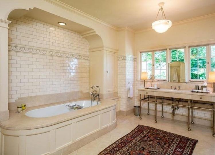 Banheiro de Angelina Jolie.