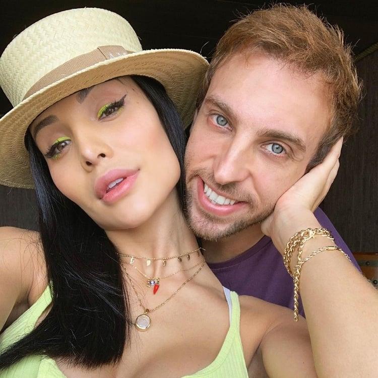 Foto da modelo e Leo Lins.