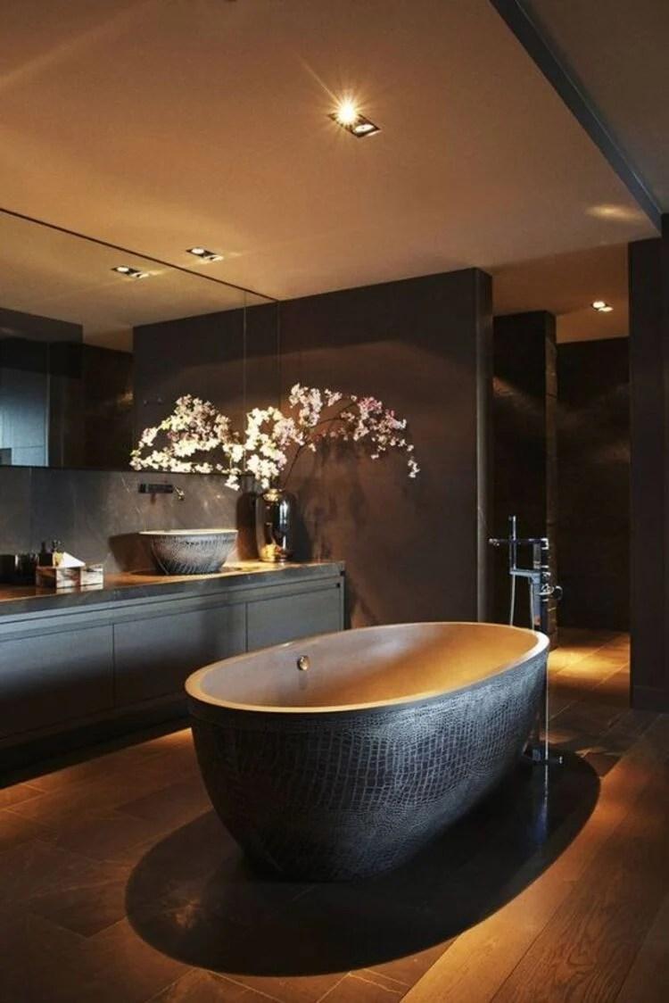 Banheiro preto.