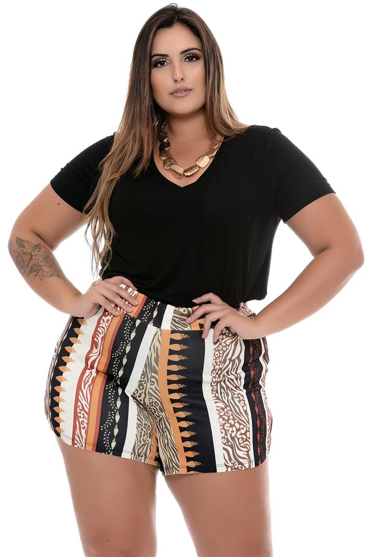 Moda Plus Size Primavera: Foto de mulher com shorts fresquinhos.