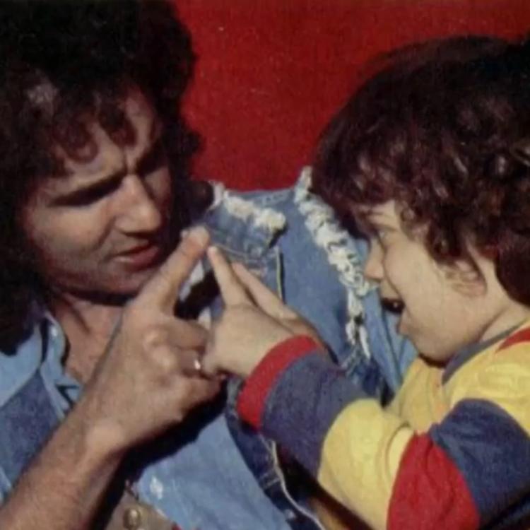 Foto antiga de Roberto Carlos e Dudu Braga.
