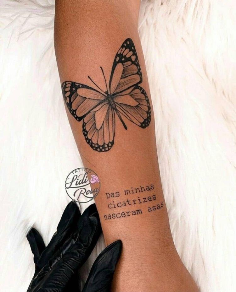 Tatuagem borboleta com frase