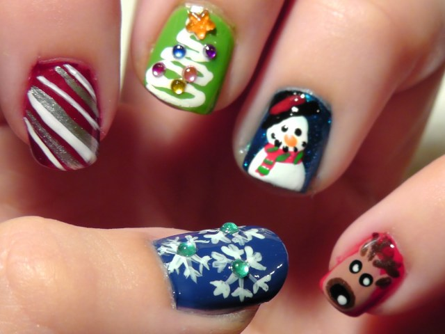 Christmas nail designs with Christmas tree