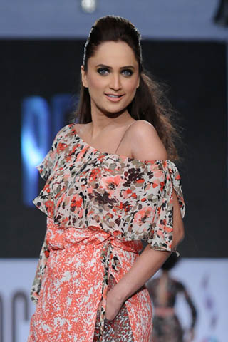 Rubab Pakistani sexy model Height, Weight, Age, Body Measurement, Wedding, Bra Size, Husband, DOB, instagram, facebook, twitter, wiki
