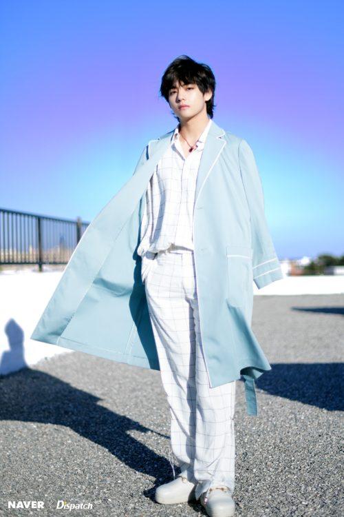 BTS Taehyung weraing blue coat on Dispatch shooting