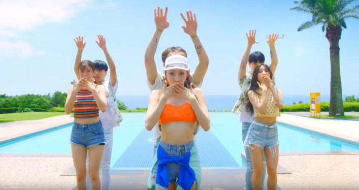Chunha Love U MV OUTFIT (1)