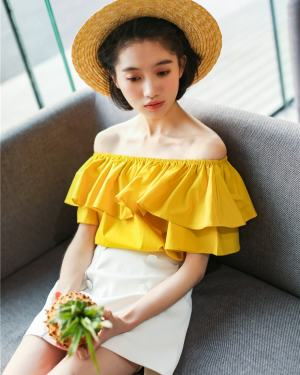 Seulgi Yellow Bardot Top Inspiration (4)