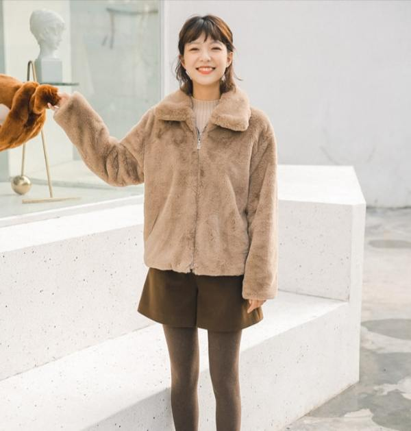 Fluffy Brown Jacket | Lisa – Blackpink