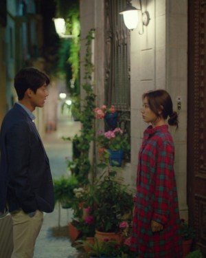 Red Checkered Blouse | Jung Hee Joo – Memories of the Alhambra