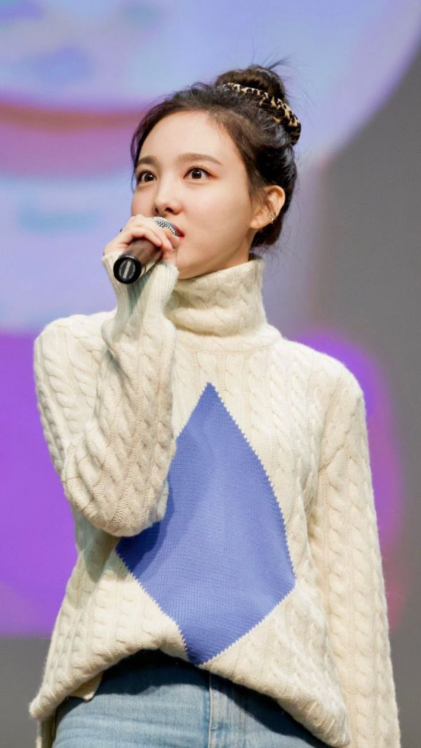 Knitted White Turtleneck Pullover | Nayeon – Twice