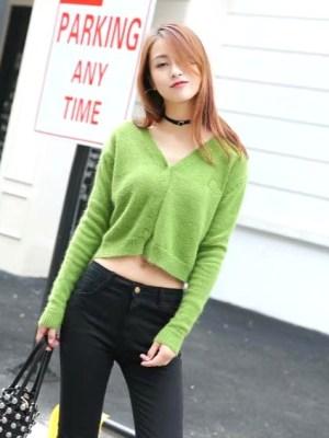 blackpink-jisoo-green-cardigan2