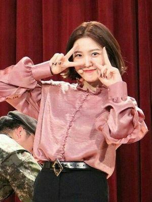 Ruffled Shirt   Yeri – Red Velvet