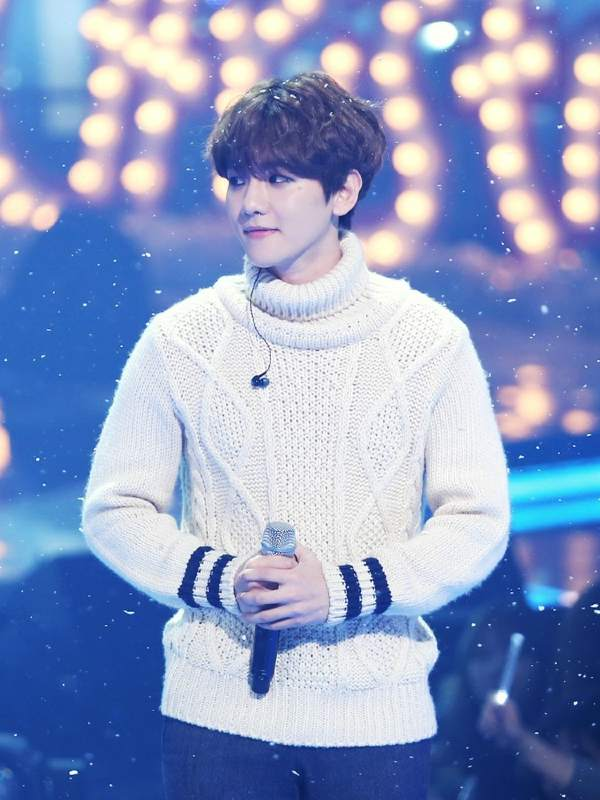 Comfy White Turtleneck Sweater | Baekhyun – EXO
