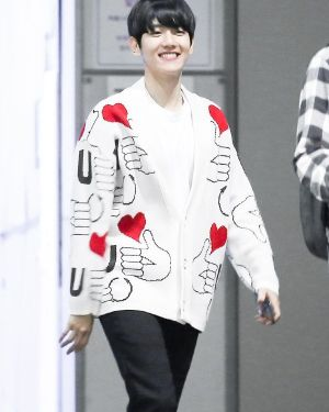 Thumbs Up Heart Cardigan | Baekhyun – EXO