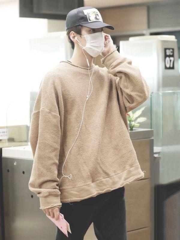 Beige Airport Fashion Sweater | Sehun – EXO