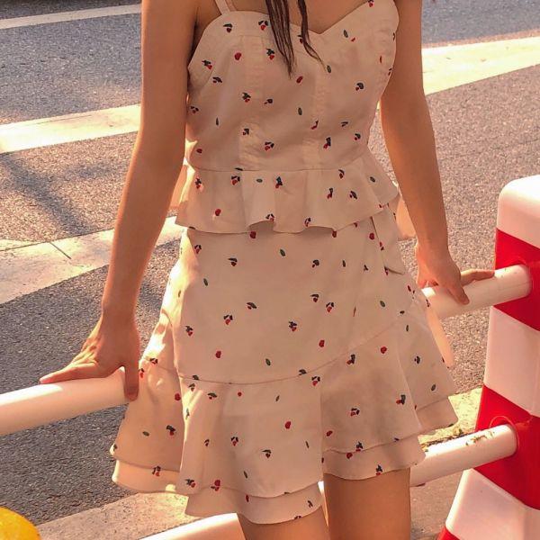 Floral Sling Tube Top   Hyuna