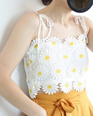 Jennie Flower Lace Crop Top (2)