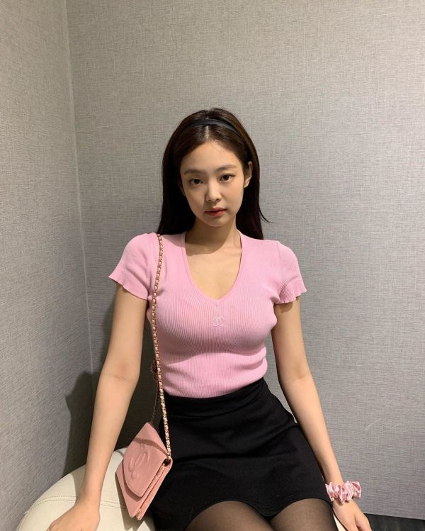 Pink V-Neck T-Shirt | Jennie – BlackPink