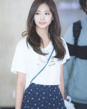 To The Moon And Back T-Shirt | Tzuyu – Twice