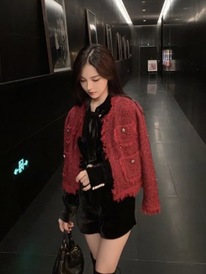 Jisoo Red Jacket (4)