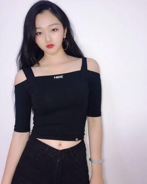 Junghwa Off-Shoulder Strap Crop Top (2)
