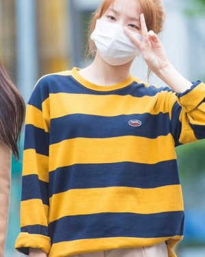 Yellow Striped Long-Sleeved Sweatshirt | Seulgi – Red Velvet