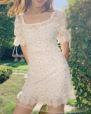 Hyuna Flower Embroidered Dress (10)