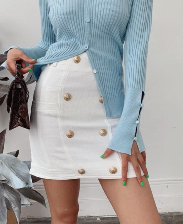 Ripped V-Neck with Buttons | Jennie – BlackPink