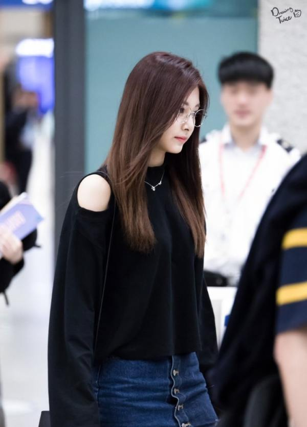 Bare Shoulders Knit Sweater | Tzuyu – Twice