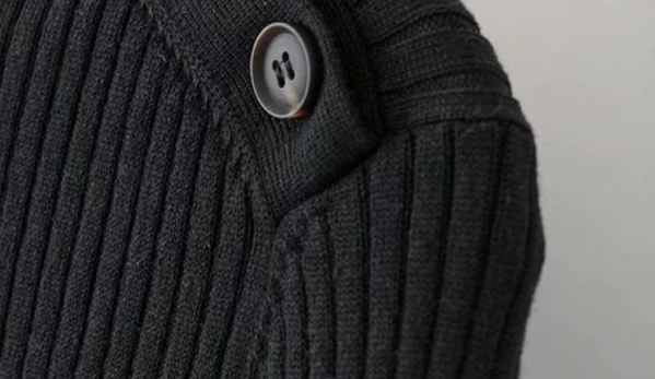 Turtleneck with Buttons on the Neck