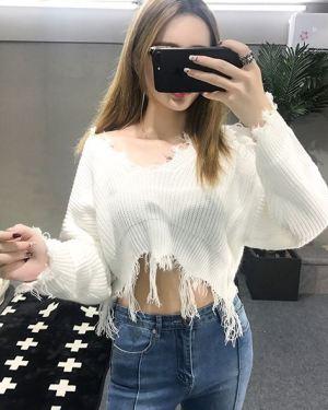 V-Neck Ripped Bottom Sweater (1)