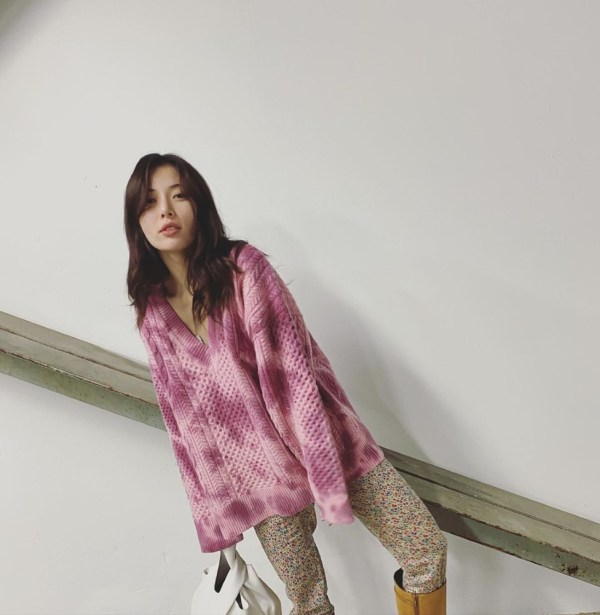 V-Neck Tie Dye Sweater | Hyuna