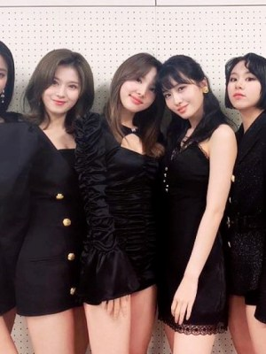 Fitted Black Dress With Cut-out Chest | Nayeon – Twice