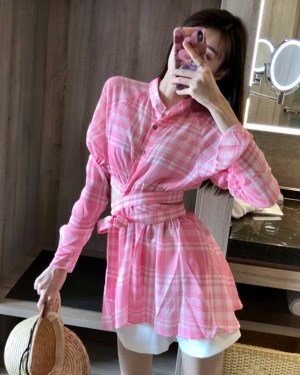 Jisoo Pink Plaid Wrapped Around Blouse 00003