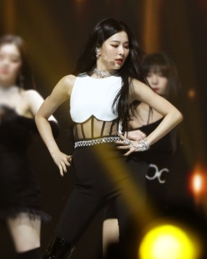Sleeveless Corset Jumpsuit | Seulgi – Red Velvet