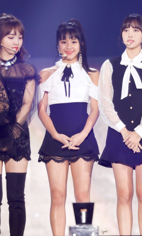 Off Shoulder Ruffled Sleeves With Black Thin Ribbon Blouse | Chaeyoung – Twice