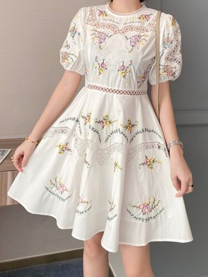 Dahyun Laced Collar And Chest Floral Bud White Dress 00012